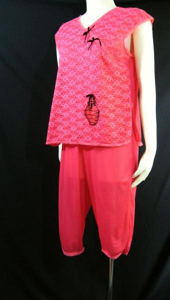 Vintage 50s Asian Inspired Red and Black Pajamas Capri Set Lace Nylon B40